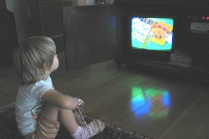 6 Langkah Berkesan Mengelakkan Anak Daripada Ketagih TV