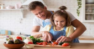 7 Manfaat Aktiviti Memasak Bersama Anak