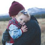 5 Hikmah Pelukan Ibu Bapa Terhadap Si Manja