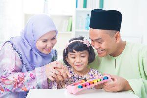Read more about the article 7 Tip Mudahnya Jalan Beraya Bersama Si Kecil