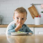 Makanan Pelengkap Bayi: Buatan Sendiri Atau Komersial?